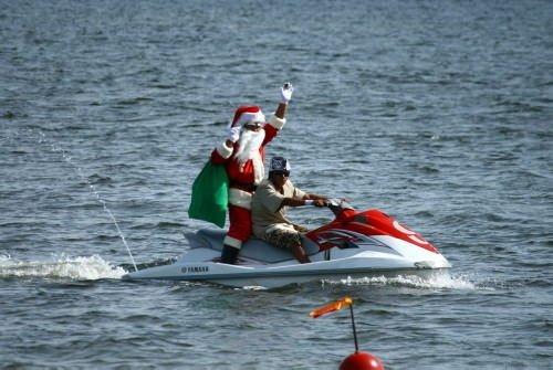 Denizden Noel Baba çıktı
