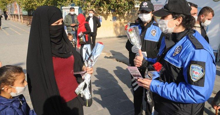 Cizre Polisi, Kadınları bilgilendirip KADES'i tanıttı