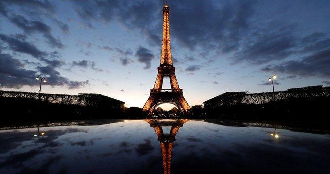 Eiffel Kulesi'nin merdivenleri satıldı!