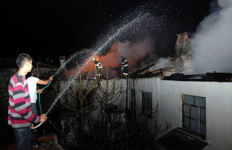 Muğla'da 4 ev yandı