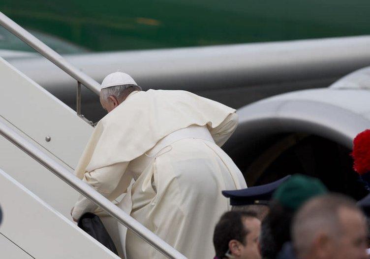 Papa az kalsın düşüyordu