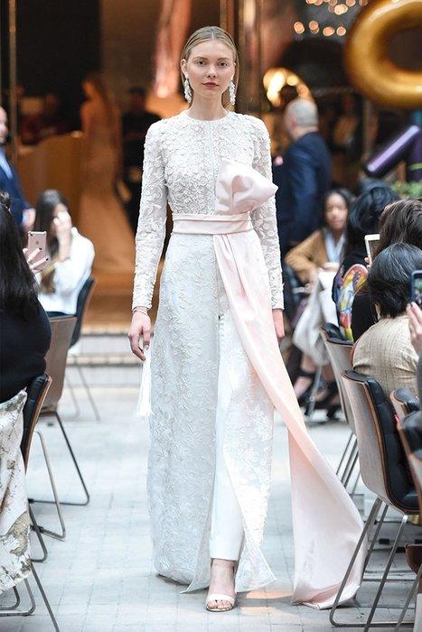 Baharda düğün yapacaklara 2018 modası gelinlikler