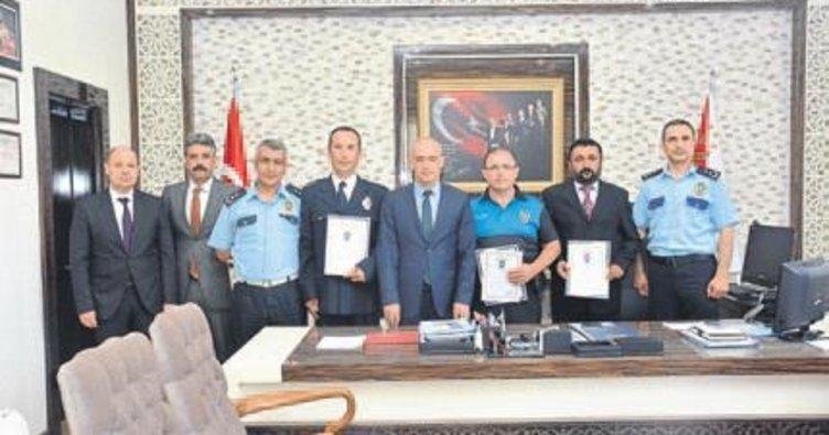 Antalya'da ayın polisleri ödül aldı
