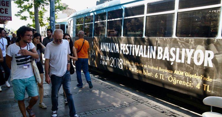 Ünlü Macar yönetmen Bela Tarr Antalya sokaklarında