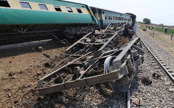 Pakistanda Yolcu Trenine Bombalı Saldırı 4 ölü En Son Haber