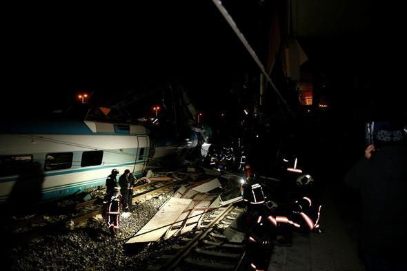 Ankara'da tren kazası! 2 vagon devrildi