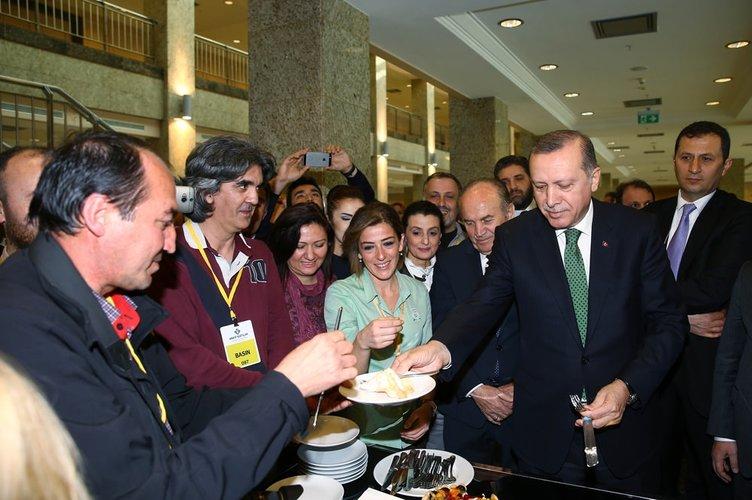 Gazetecilerden Erdoğan'a doğum günü sürprizi