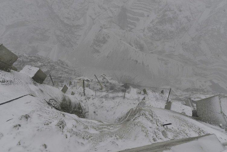 Yusufeli Barajı kar yağışına rağmen devam ediyor!