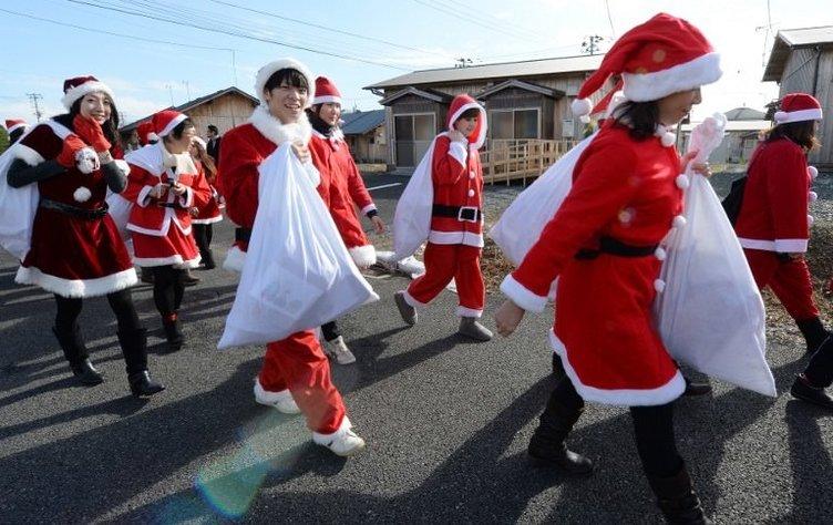 Fukuşima'dan kurtarılanlara Noel Baba sürprizi