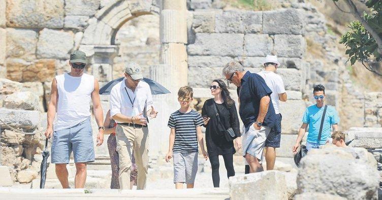 Yaşgününü kutladı, Efes'i gezdi