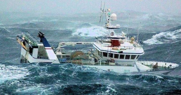 Hindistan'da tekne alabora oldu: Çok sayıda ölü var