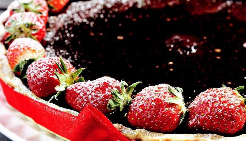 Çilekli Çikolatalı Tart Tarifi