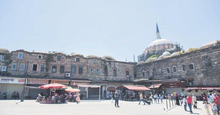 Tarihi cami yeniden hayat buluyor