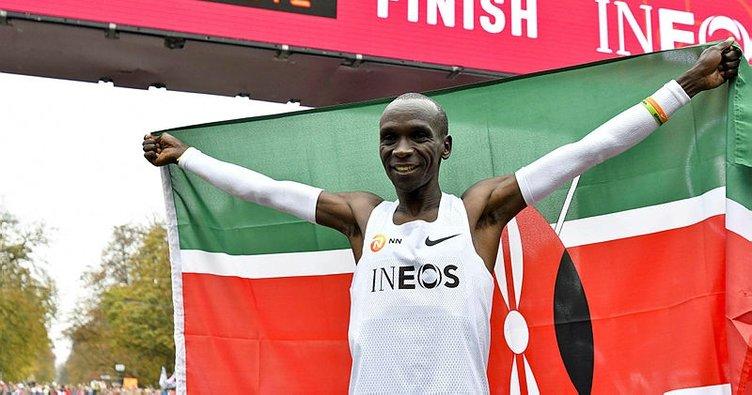 Kenyalı atlet Kipchoge'dan tarihi başarı