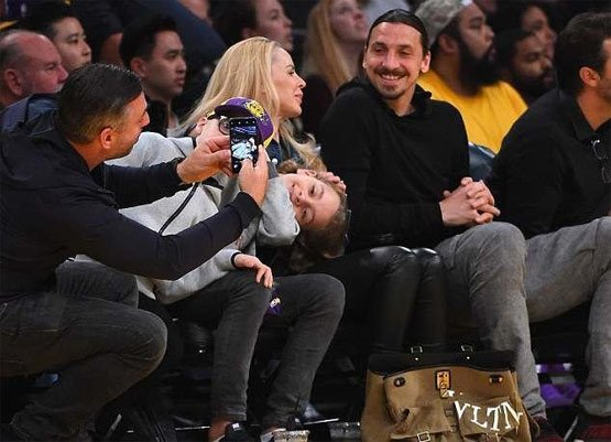 Adriana Lima NBA maçına damga vurdu!