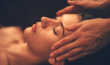 Cildin yaşlanmasını önleyen karugi masajı nasıl yapılır?