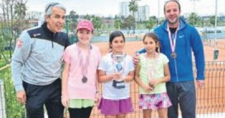Tenis İl Birinciliği Adana'da bitti