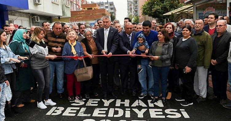 Seyhan'da asfalt çalışmaları sürüyor