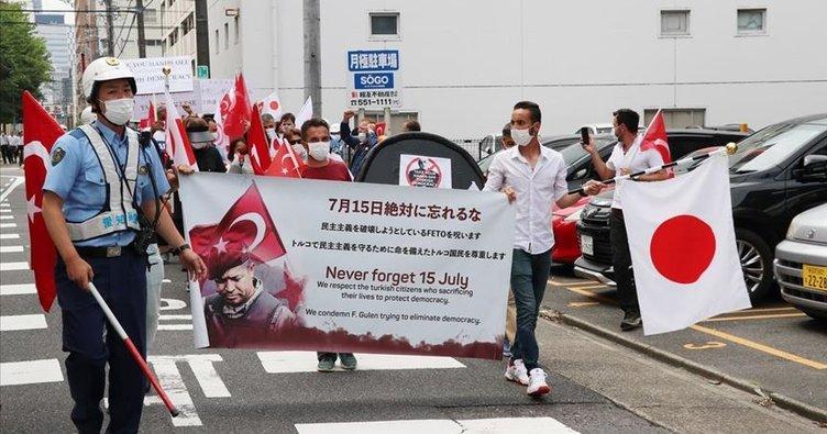Japonya'da FETÖ'ye ait okulun önünde terör örgütü protestosu!