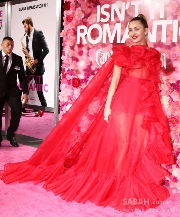 Taze gelinler Priyanka Chopra ve Miley Cyrus Isn't it romantic filminin galasına damga vurdular!