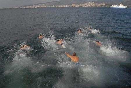 İzmir'de haç çıkarma töreni