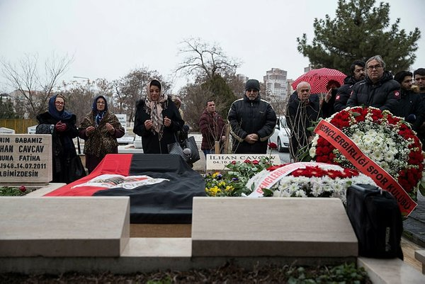 İlhan Cavcav'ın mezarı başında duygusal anlar