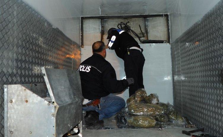 Piliç eti taşınan kamyonda 35 kilo esrar ele geçirildi