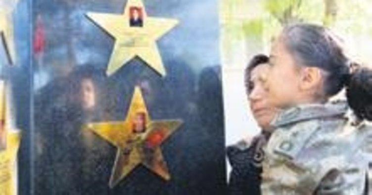 Helikopter kazasında şehit olan askerler anıldı