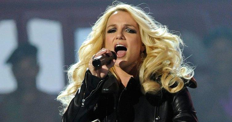 Britney Spears'ın dans ederken ayağı kırıldı!