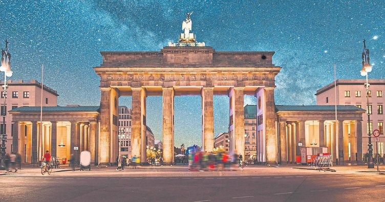 Berlin'de ışıklarla dans
