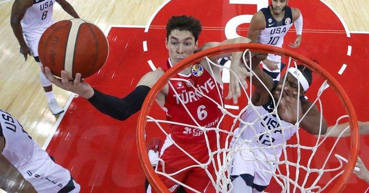 Türkiye, Karadağ'ı son çeyrekte geçti! 12 Dev Adam, olimpiyat umutlarını son maça taşıdı