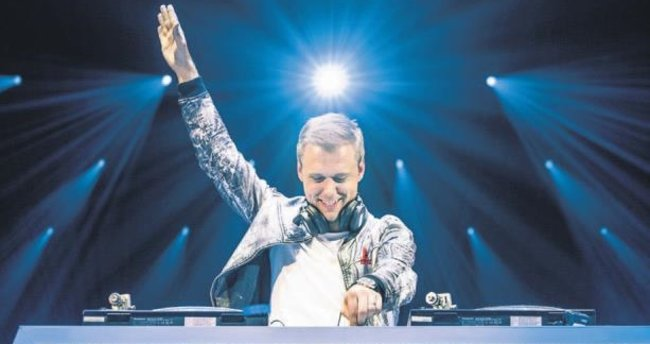 Efsanevi DJ, altı saatlik bir şova imza atacak