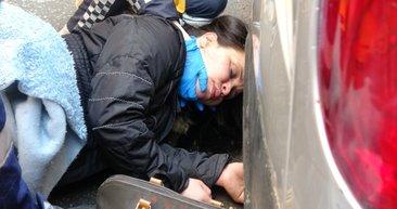 Beyoğlu'nda sokak ortasında kadına dayak