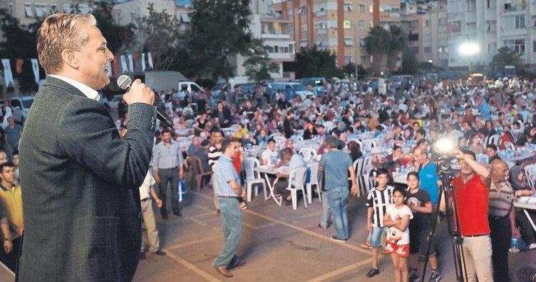 Muratpaşa'da 3 bin kişi aynı anda oruç açtı