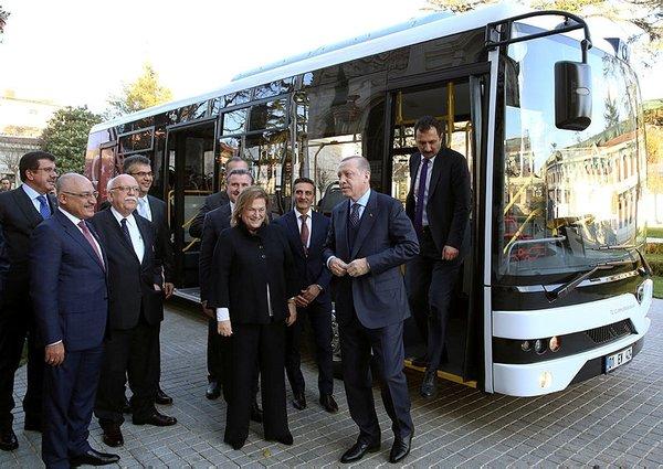 Cumhurbaşkanı Erdoğan, TEMSA'nın elektrikli otobüsü ile Mabeyn Köşkü'ne gitti