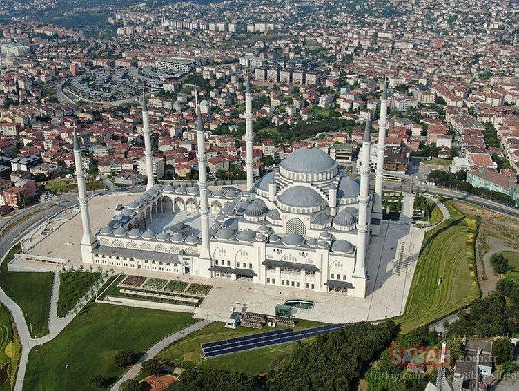 Çamlıca Cami de Cuma namazına hazır