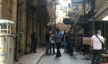 Beyoğlu'nda yıkımına başlanan binanın duvarı çöktü; 1 kişi altında kaldı