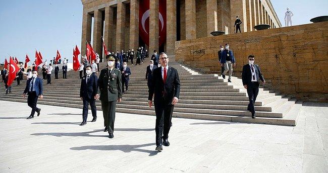 Bakan Kasapoğlu'dan Anıtkabir'e 19 Mayıs ziyareti - Son Dakika ...