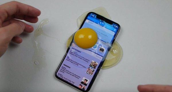 Yumurtadan iPhone X kılıfı yaptı!