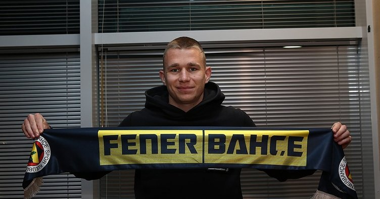 Son dakika haberleri! Fenerbahçe'nin yeni transferi Atilla Szalai İstanbul'da böyle poz verdi!