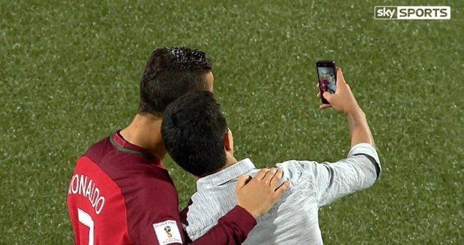 Ronaldo ile sahada selfie!