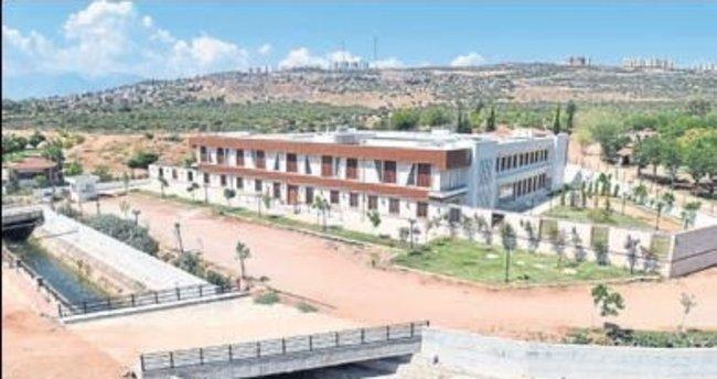 Kepez'in huzurevi yılbaşına bitiyor