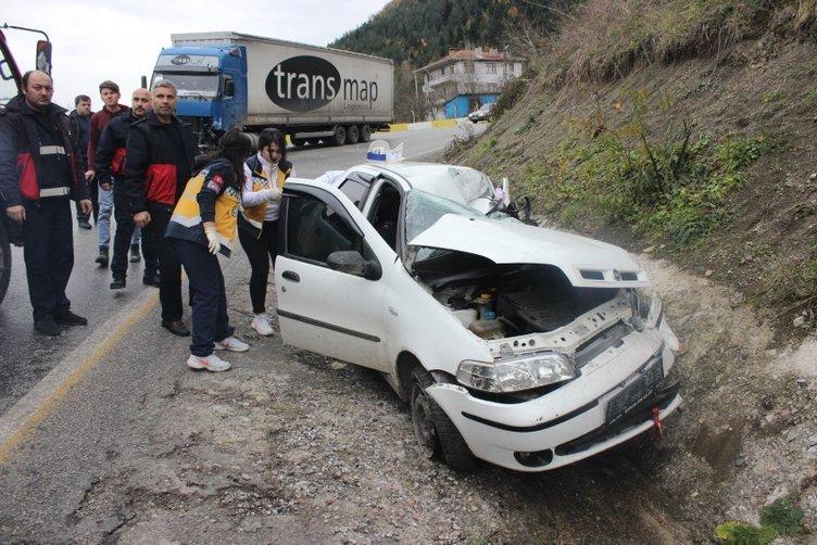 Kastamonu'da otomobil ve TIR çarpıştı: 3 ölü, 2 yaralı