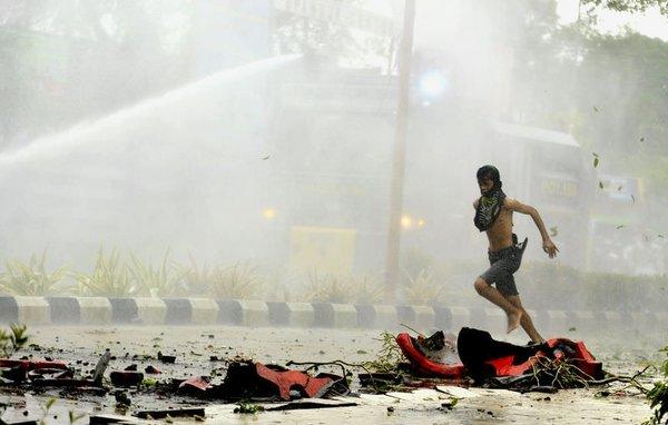 Endonezya'da benzine zam protesto edildi