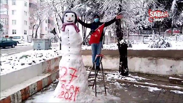 Tekirdağ'da 3 metrelik dev kardan adam ilgi odağı oldu | Video