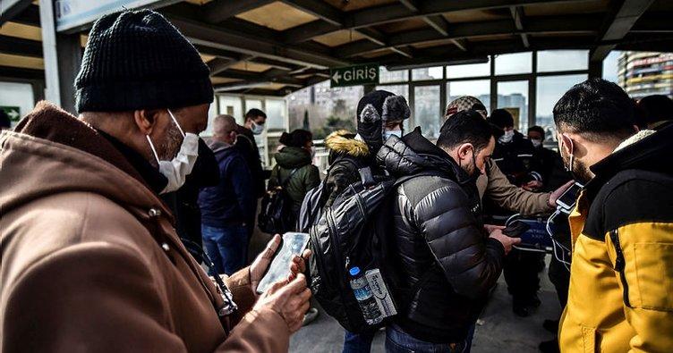 İstanbul'da metro ve metrobüslerde HES kodu kuyruğu dikkat çekti