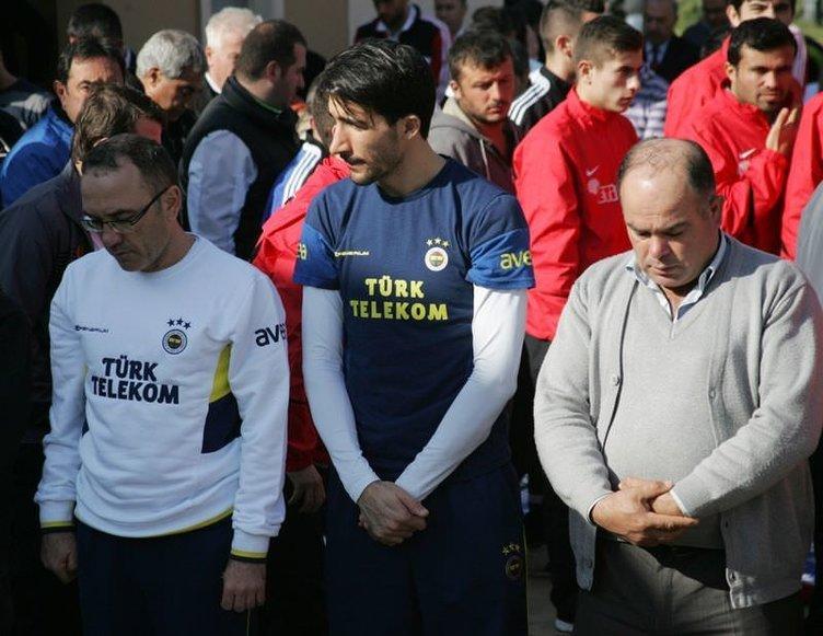 Futbolcular, Dinler Bahçesi'nde Cuma Namazı kıldı