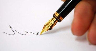 Ünlülerin sıradışı kişiliklerini yansıtan imzaları