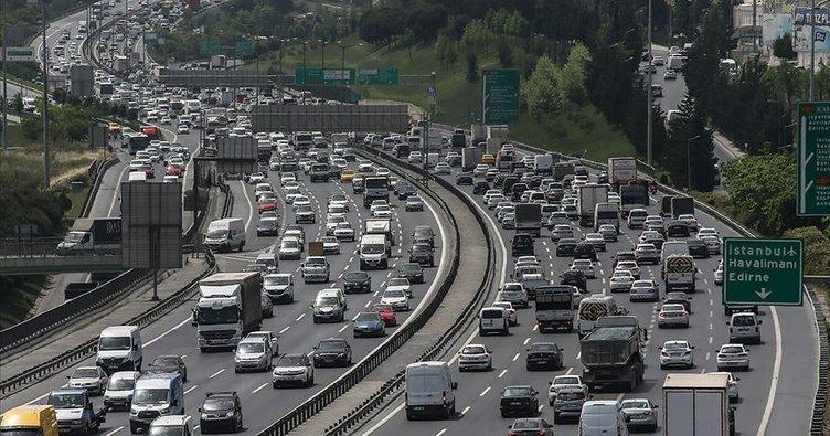 İstanbul'da mesai saatinin bitimiyle trafikte yoğunluk oluştu