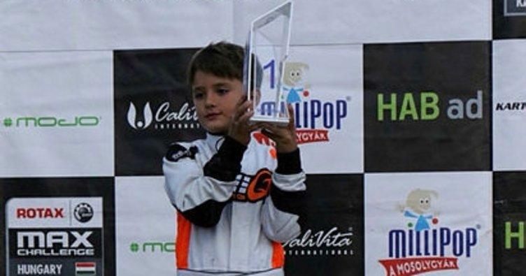 8 yaşındaki Alp Hasan Aksoy'dan tarihi birincilik